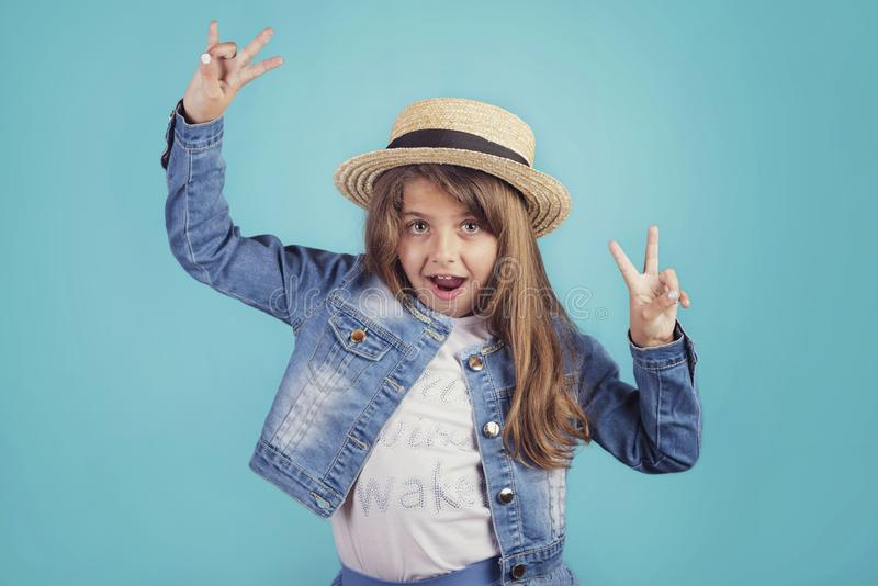 Retrato de la muchacha feliz imágenes de archivo libres de regalías