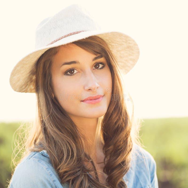 Retrato de la muchacha hermosa imagen de archivo