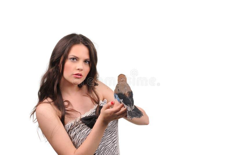 Retrato de la muchacha hermosa con el pájaro