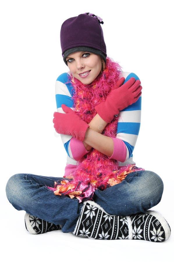 Retrato de la muchacha hermosa con los paños del invierno fotografía de archivo