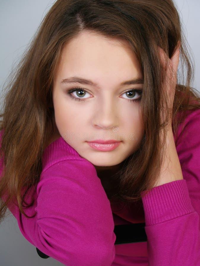 Retrato de la muchacha hermosa del adolescente fotografía de archivo libre de regalías