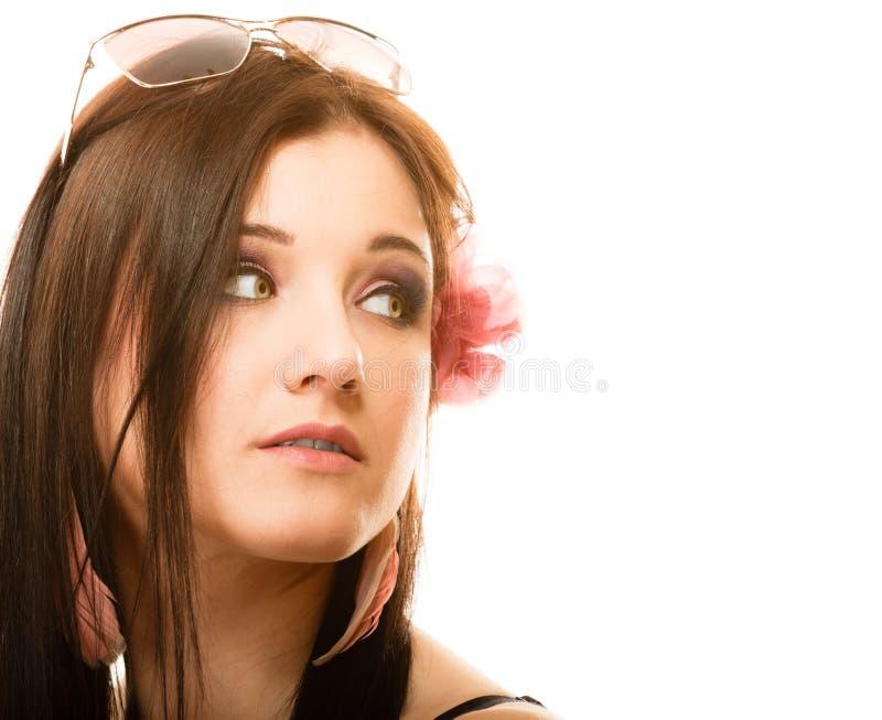 Retrato de la muchacha hermosa en estilo del verano foto de archivo
