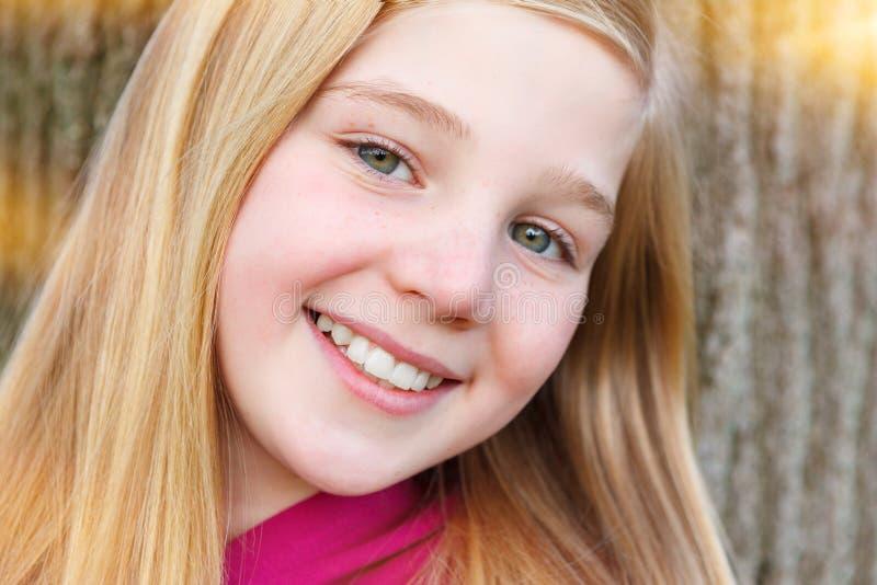 Retrato de la muchacha linda fotografía de archivo