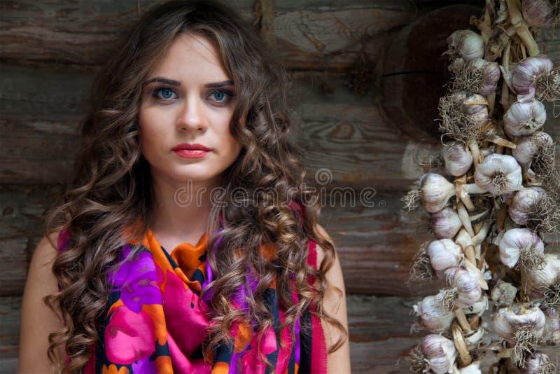 Retrato de la muchacha morena atractiva foto de archivo libre de regalías