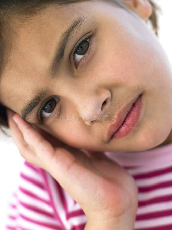 Retrato de la muchacha que mira preocupante imagenes de archivo