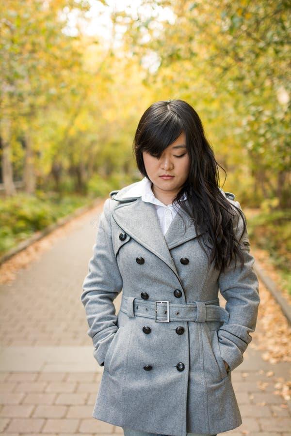 Retrato de la muchacha que mira triste fotografía de archivo libre de regalías