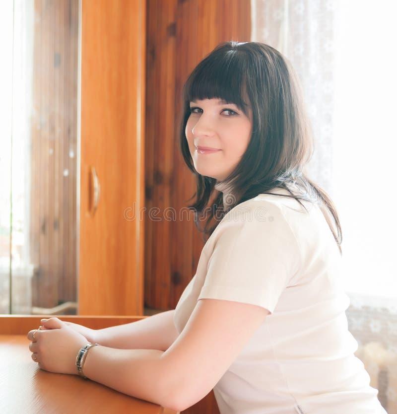 Retrato de la muchacha sonriente foto de archivo libre de regalías