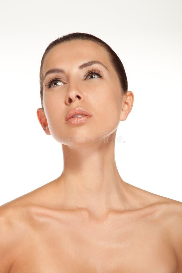 Retrato de la mujer hermosa joven con la piel limpia fresca - isolat imagenes de archivo