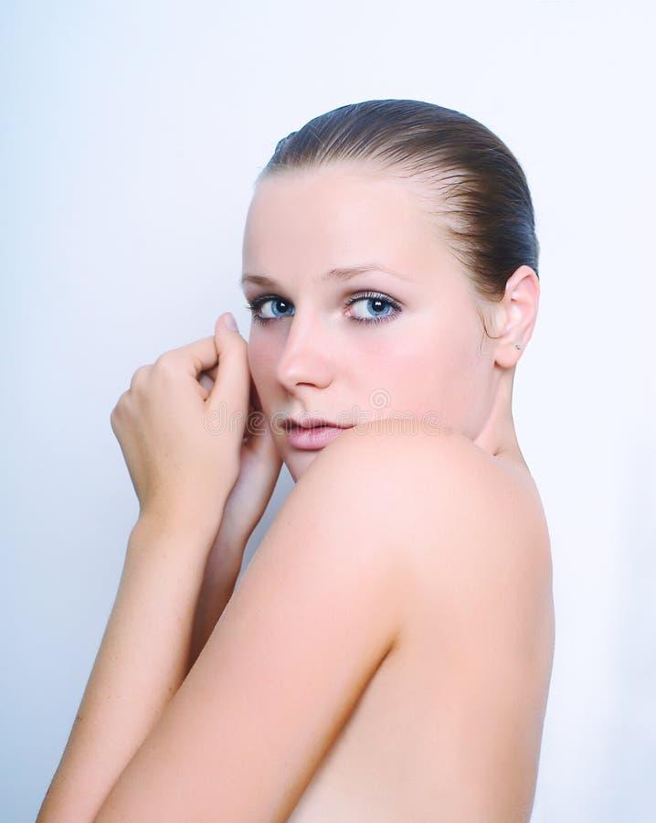 Retrato de la mujer atractiva imagenes de archivo