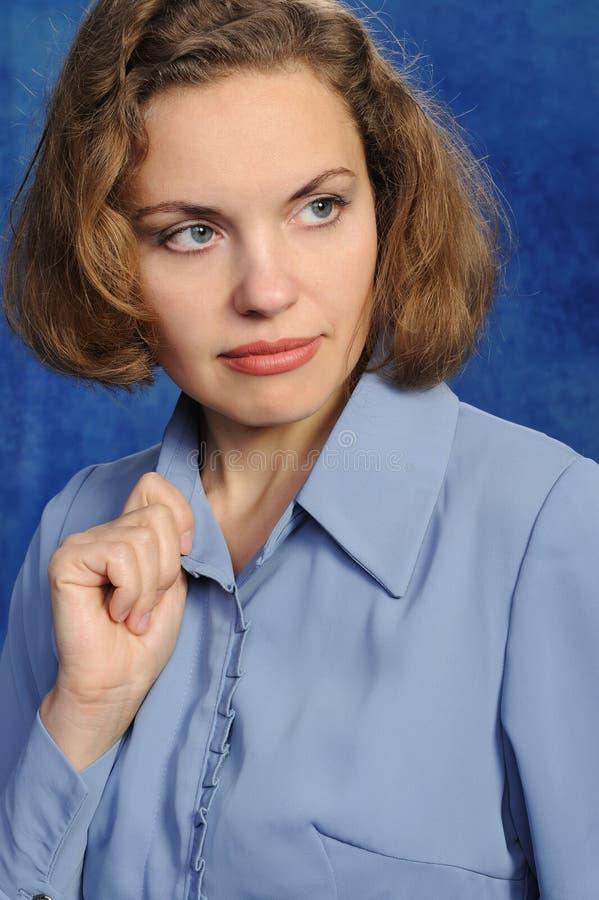 Retrato de la mujer atractiva imagen de archivo