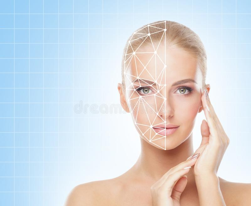Retrato de la mujer atractiva con una rejilla scnanning en su cara Identificación de la cara, seguridad, reconocimiento facial, t foto de archivo libre de regalías