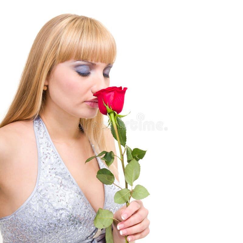 Mujer caucásica con la rosa del rojo imágenes de archivo libres de regalías