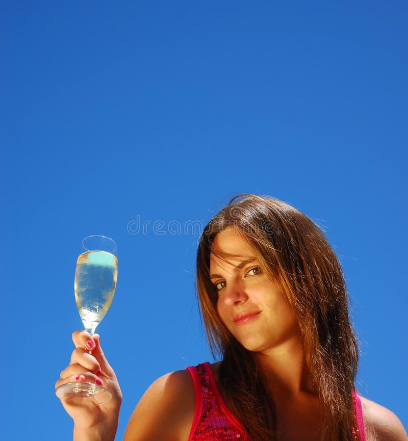 Retrato de la mujer con champán imagen de archivo libre de regalías