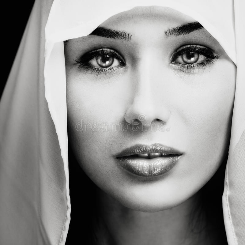 Retrato de la mujer con la cara expresiva sensual fotos de archivo