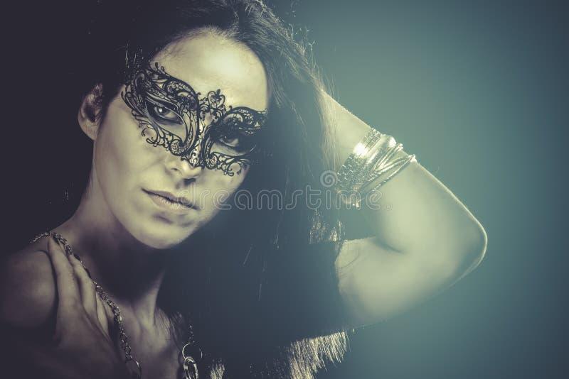 Download Retrato De La Mujer Con La Máscara Veneciana, Efectos Azules Imagen de archivo - Imagen de haga, caucásico: 44853405