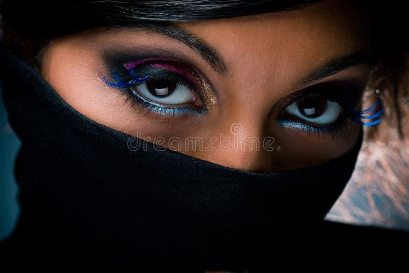 Retrato de la mujer con maquillaje multicolor imagen de archivo libre de regalías