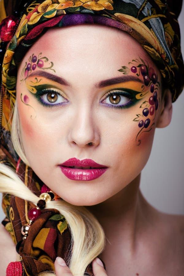 Retrato de la mujer de la belleza con arte de la cara imagenes de archivo