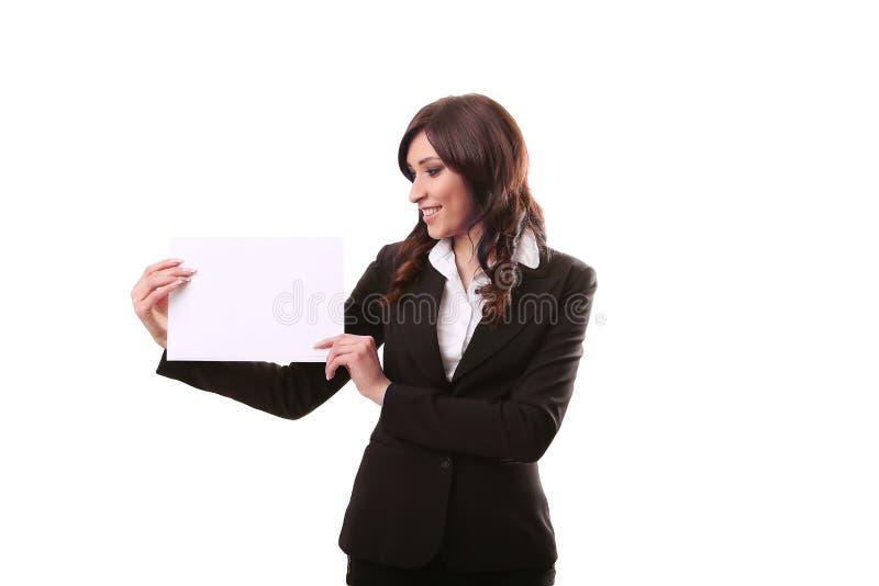 Retrato de la mujer de negocios de la sonrisa con la bandera blanca en blanco, tablero encendido imágenes de archivo libres de regalías