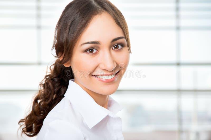 Download Retrato De La Mujer De Negocios Joven Imagen de archivo - Imagen de lifestyle, businesswoman: 42430993