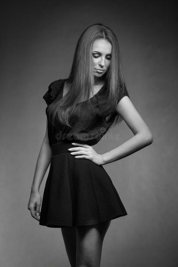 Retrato de la mujer del modelo de moda en vestido imagen de archivo libre de regalías