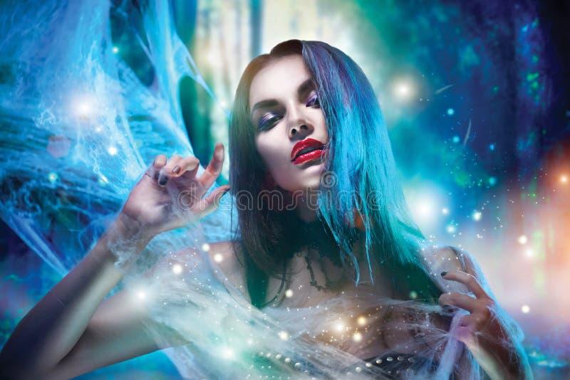Retrato de la mujer del vampiro de Halloween fotos de archivo libres de regalías