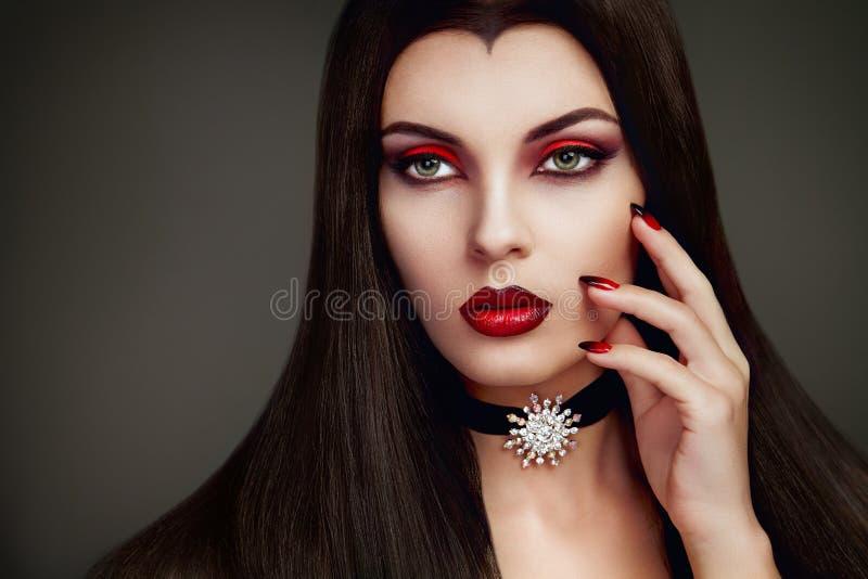 Retrato de la mujer del vampiro de Halloween imagenes de archivo