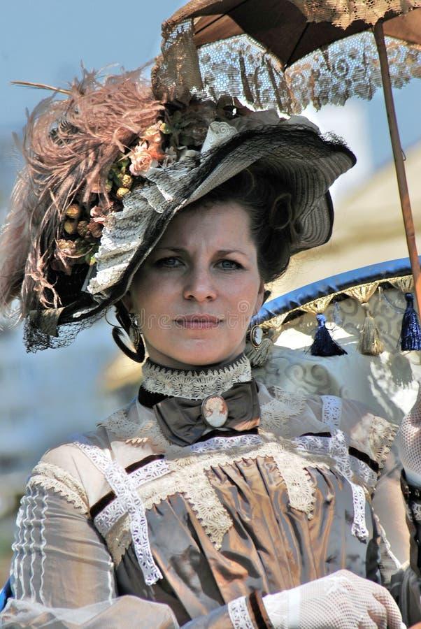 Retrato de la mujer elegante en traje histórico foto de archivo libre de regalías