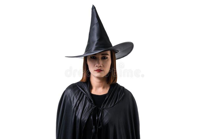 Retrato de la mujer en suplente asustadizo negro del traje de Halloween de la bruja fotografía de archivo