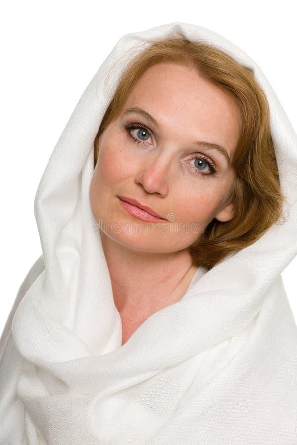 Retrato de la mujer envejecida media hermosa fotografía de archivo libre de regalías