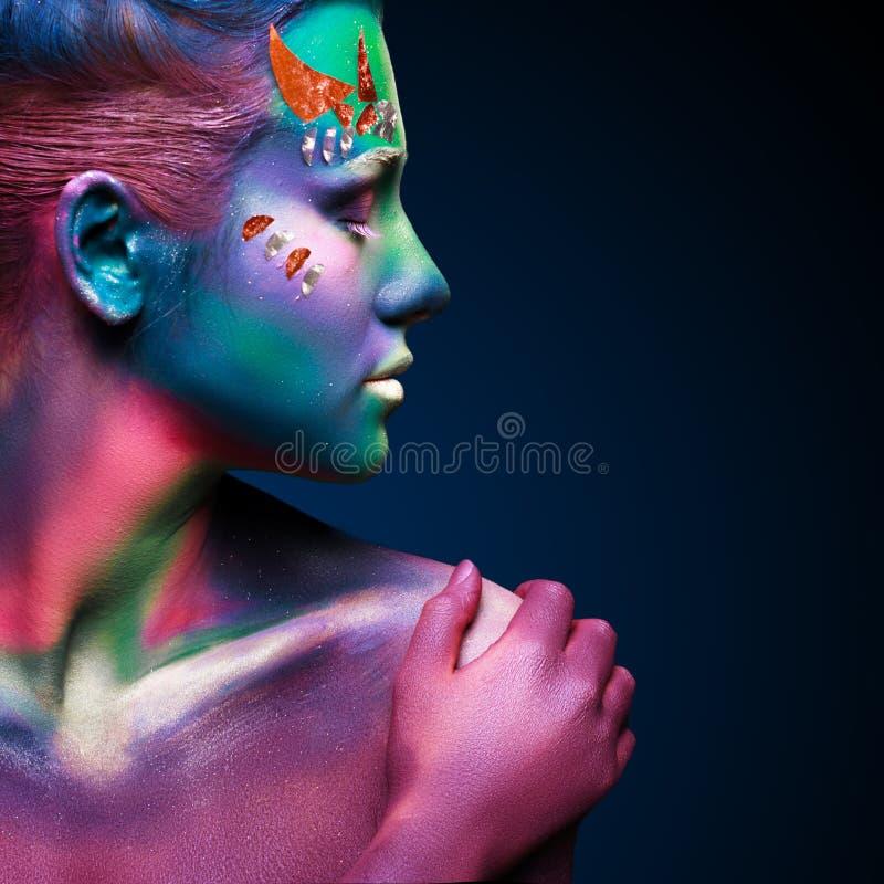 Retrato de la mujer hermosa con arte de cuerpo imagenes de archivo