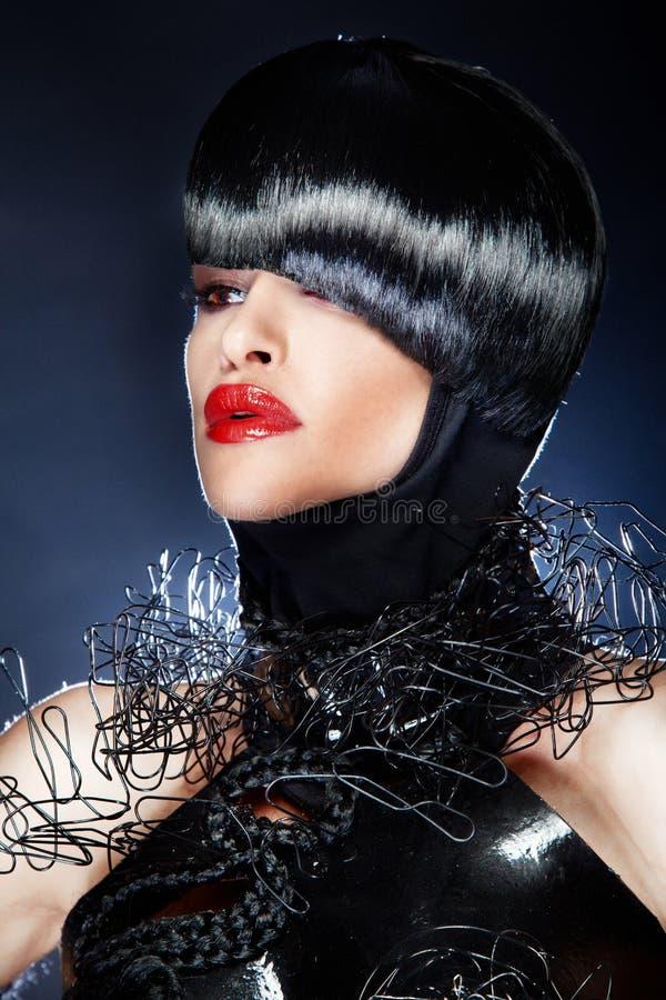 Retrato de la mujer hermosa con el peinado de moda imágenes de archivo libres de regalías