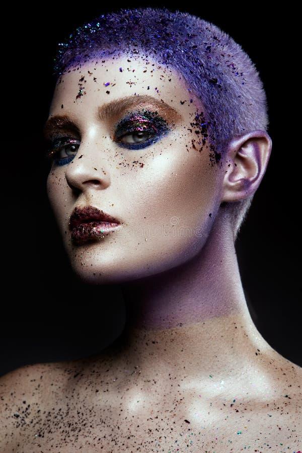 Retrato de la mujer hermosa con las chispas en su cara imágenes de archivo libres de regalías