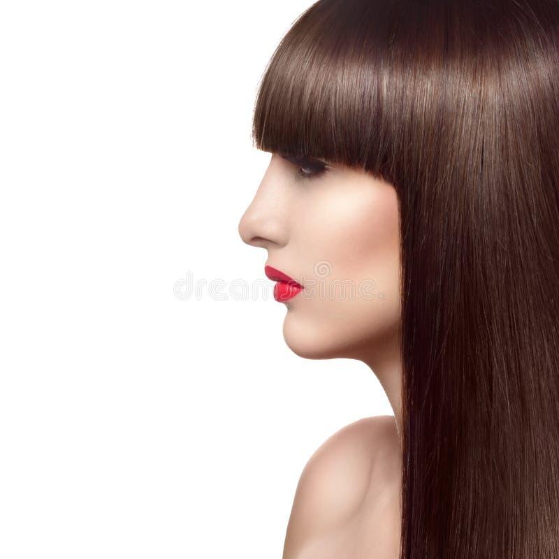 Retrato de la mujer hermosa de la moda con el pelo rojo sano largo fotos de archivo libres de regalías