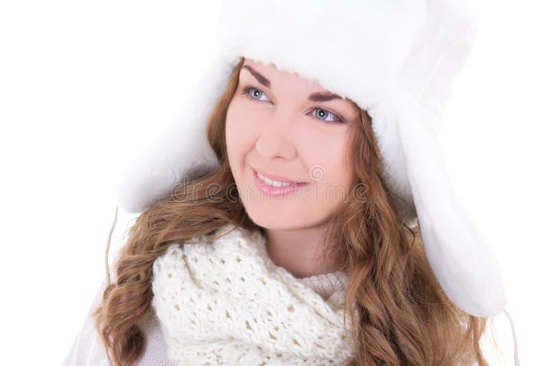 Retrato de la mujer hermosa joven en el sombrero de piel aislado en blanco fotografía de archivo libre de regalías