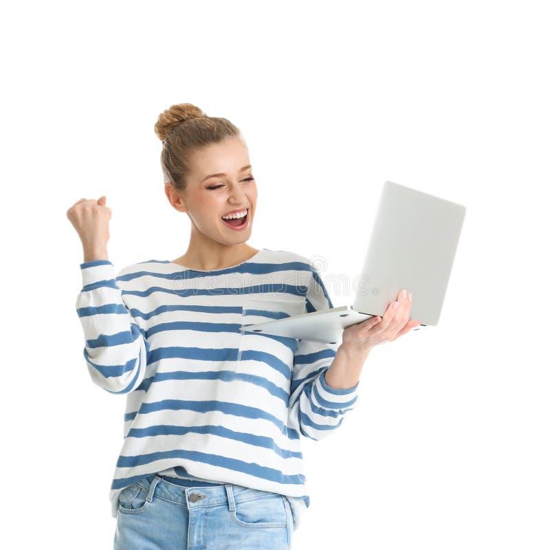 Retrato de la mujer joven emocional con el ordenador portátil aislado fotografía de archivo libre de regalías