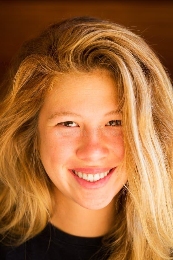Retrato de la mujer joven hermosa fotografía de archivo
