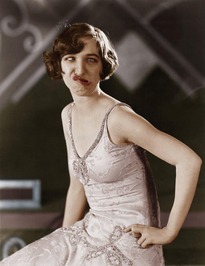 Retrato de la mujer joven que hace la cara tonta (todas las personas representadas no son vivas más largo y ningún estado existe  foto de archivo libre de regalías