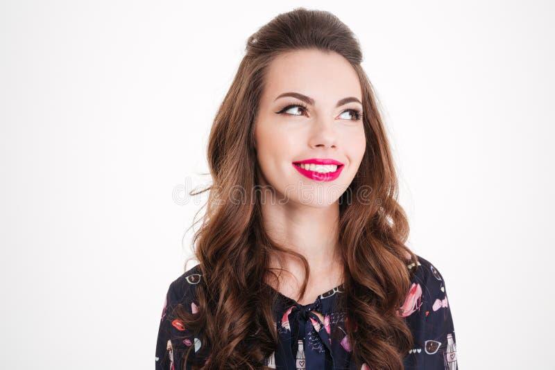 Retrato de la mujer joven sonriente hermosa con los labios rosados brillantes fotos de archivo libres de regalías