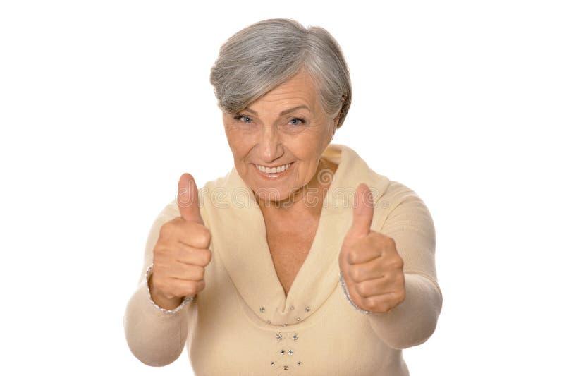 Retrato de la mujer mayor que muestra los pulgares para arriba imagen de archivo libre de regalías