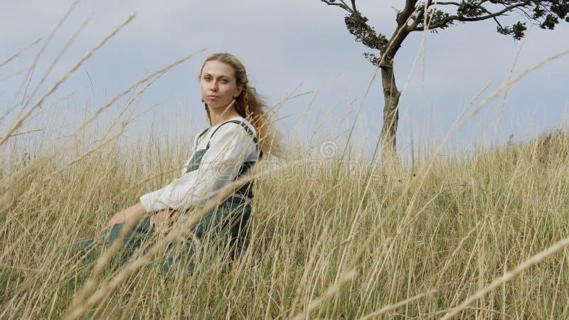 Retrato de la mujer medieval Viking fotos de archivo