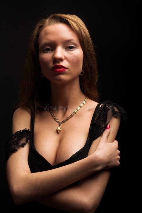 Retrato de la mujer misteriosa atractiva foto de archivo libre de regalías