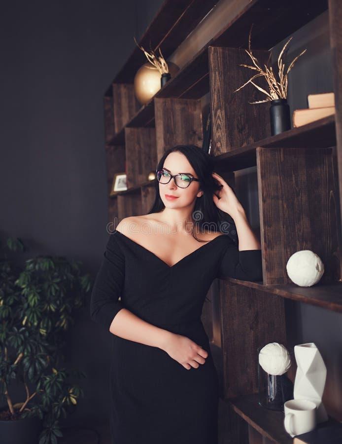 Retrato de la mujer de negocios hermosa fotografía de archivo libre de regalías