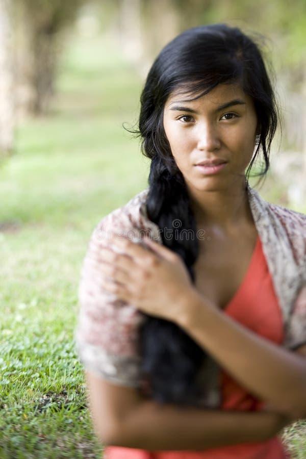 Retrato de la mujer pacífica joven hermosa del isleño imagen de archivo