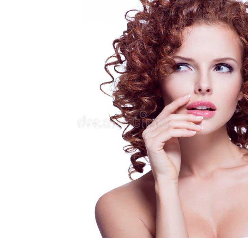 Retrato de la mujer pensativa hermosa imagen de archivo libre de regalías