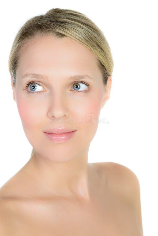 Retrato de la mujer rubia joven hermosa con la cara limpia imagen de archivo libre de regalías