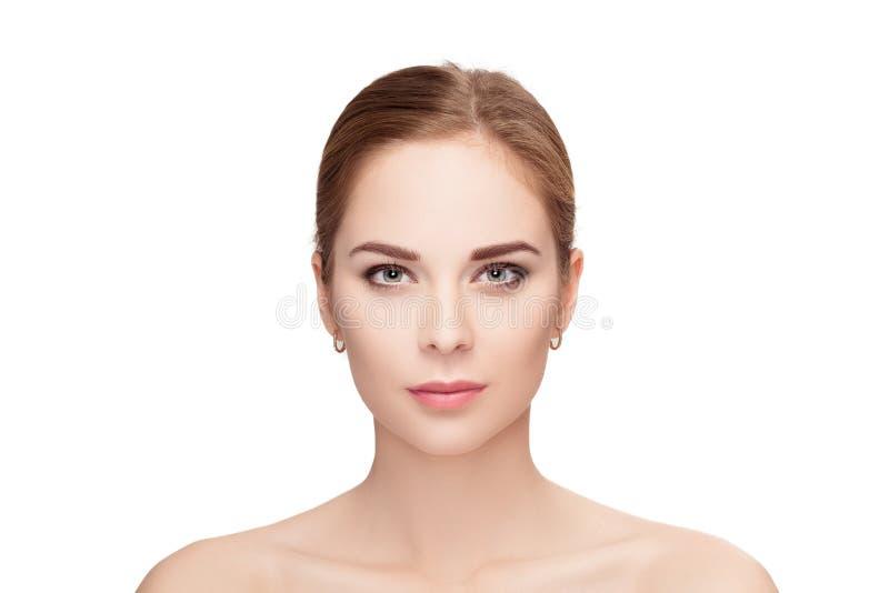 Retrato de la mujer rubia joven hermosa con los ojos verdes en pizca imagen de archivo libre de regalías