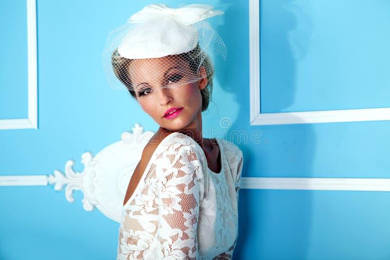Retrato de la mujer rubia sensual foto de archivo libre de regalías