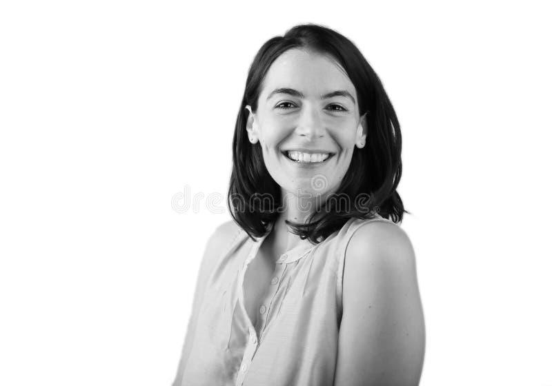 Retrato de la mujer sonriente con el pelo oscuro fotos de archivo
