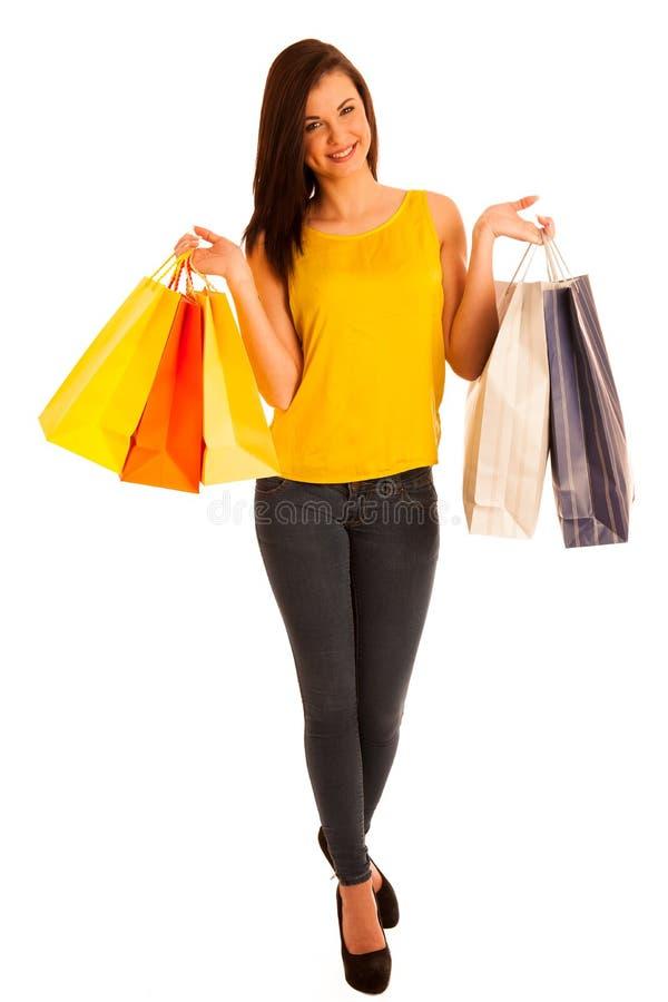 Retrato de la mujer sonriente feliz joven con los bolsos de compras, isolat imagenes de archivo