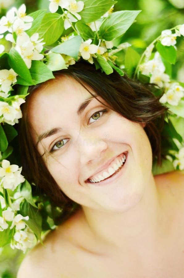 Retrato de la mujer sonriente joven fotos de archivo libres de regalías